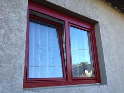 Színezett műanyag ablak